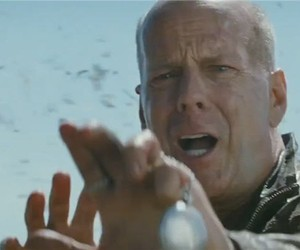Looper - Official Teaser Trailer
