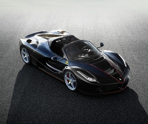 First Look at the drop-top LaFerrari