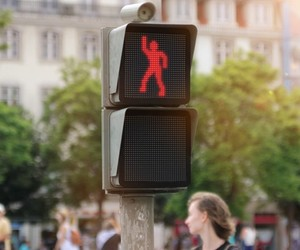 Smart's Dancing Traffic Light Manikin