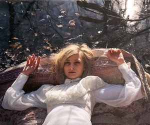 PHOTOREALISTIC PAINTINGS OF WOMEN BY YIGAL OZERI