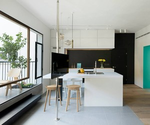 Refurbished Apartment, Tel-Aviv by Maayan Busman
