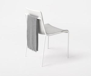 offset-frame chair by nendo for Kokuyo