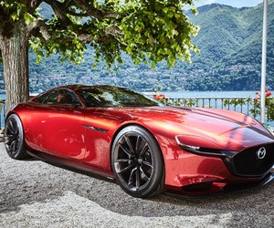 Mazda Exhibits RX-VISION at Villa d'Este