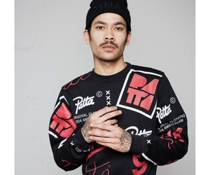 PATTA ALLOVER CREWNECK (BLACK/RED)