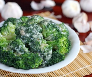 Broccoli with Garlic Sauce - Blanched Broccoli in