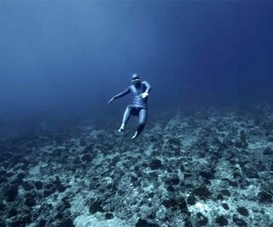 OCEAN GRAVITY – Freediver Guillaume Nery Floating