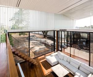 ATOM Design stacks Residence R