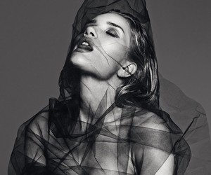 ROSIE HUNTINGTON-WHITELEY BY PAOLA KUDACKI