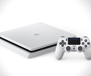 Sony PS4 Glacier White Edition
