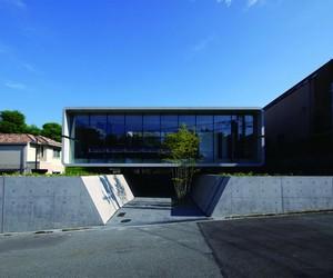 Seismic-proof Television House by Noriyoshi Morimu