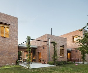 Simple Brick Home Design, Spain