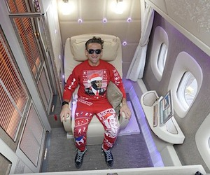 Casey Neistat tries a first class flight