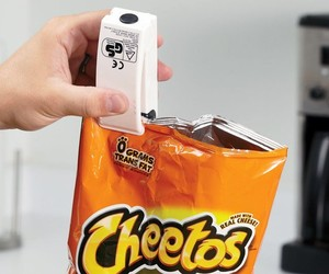 Electric Chip Clip Seals the Bag