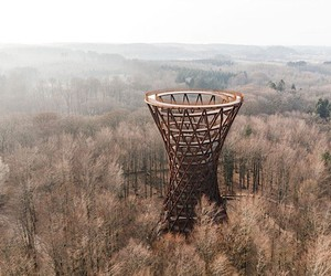This artistic observation tower is barrier-free