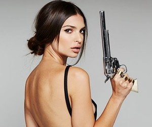 Emily Ratajkowski is a stone cold fox