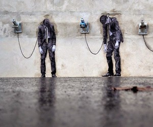 """Reload"" – New Artwork by Levalet in Paris"