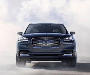 The Lincoln aviator shows bonds to an aircraft