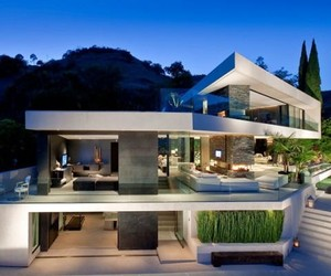 """Open House"" in Hollywood Hills"