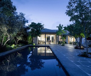 Levy Chamizer Architects build a breezy house