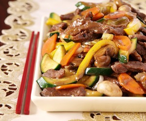Stir Fried Beef with Courgettes and Capsicum