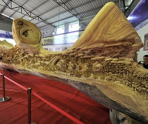Chinese Sculptor Spends 4 Years on Wood-Piece